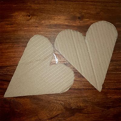 2 coeurs en carton