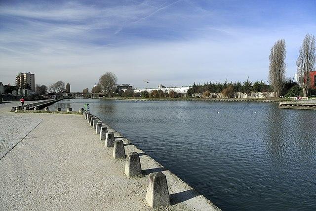 J28 373 Canal de l'Ourcq, Hafen Bondy.jpg