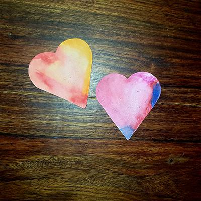2 petits coeurs au feutre
