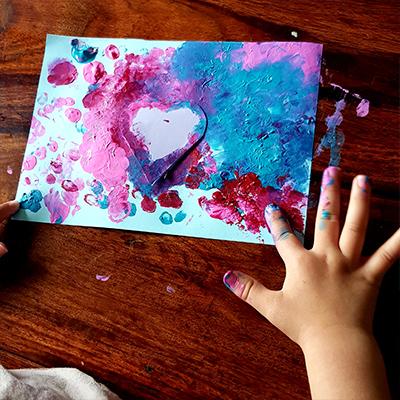 Peinture au doigt carte fête des gens qu'on aime