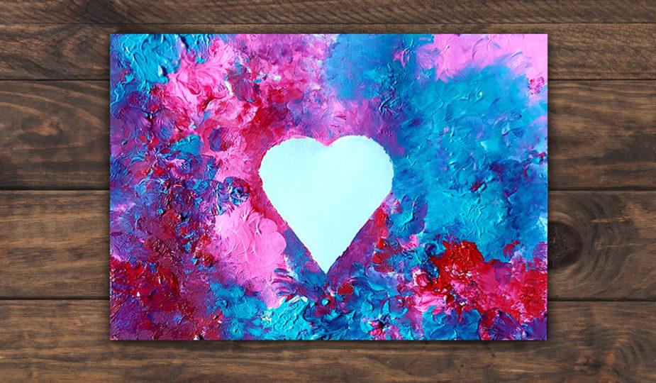 Atelier pour enfant, création d'une carte coeur à la peinture au doigt et pochoir