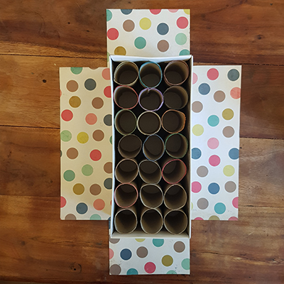 boite de rangement crayon et feutre avec rouleaux de papier toilettes et boite de chaussures