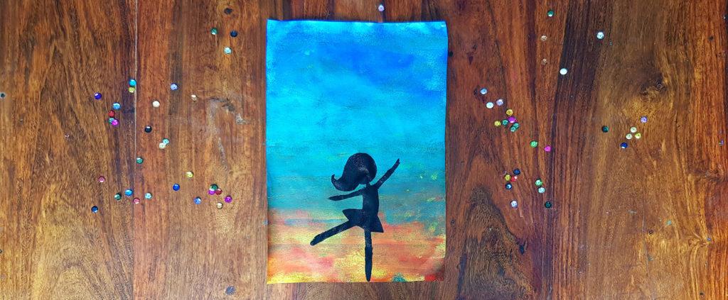peinture danseuse avec l'aide d'un pochoir