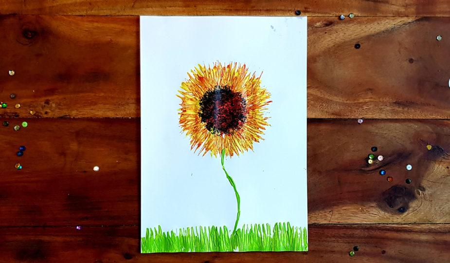 peinture à la fourchette d'un tournesol, création avec enfant