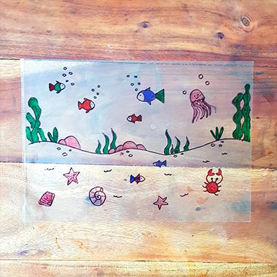 dessin d'un monde aquatique sur feuille transparente