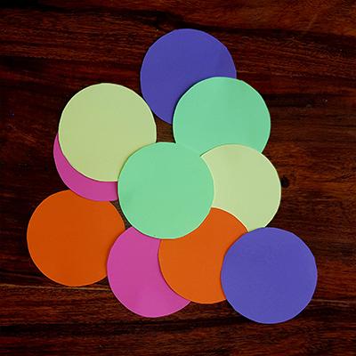 création de ronds de couleur en papier