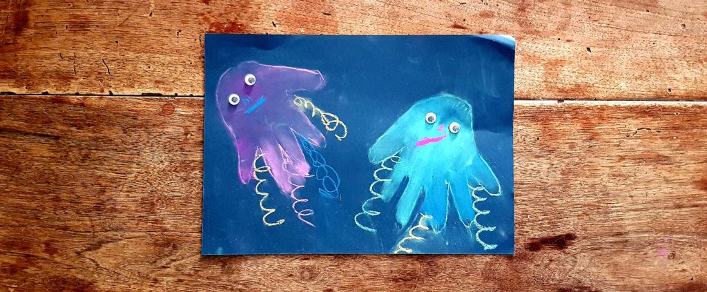 Dessin de méduses avec sa main