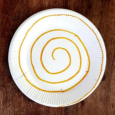 spirale sur assiette en carton
