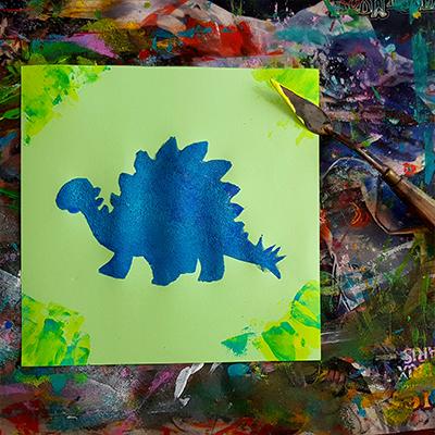 dinosaure Stegosaurus au pochoir et à la peinture