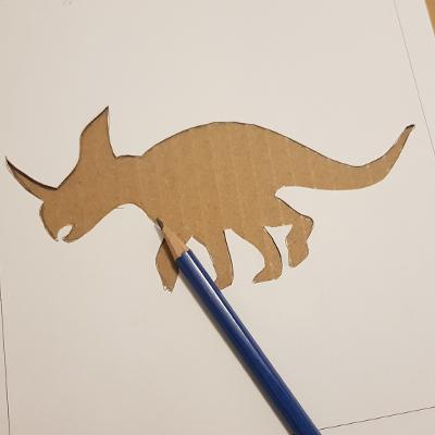 Utiliser un pochoir pour dessiner des dinosaures