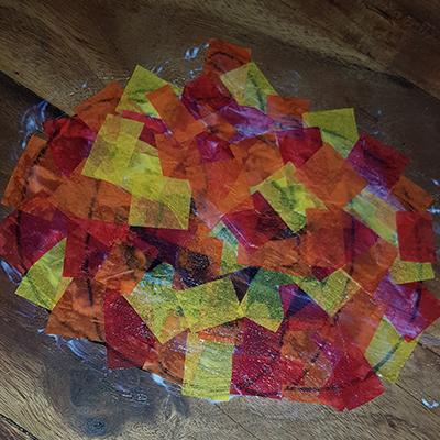 Papier de soie collé sur citrouille